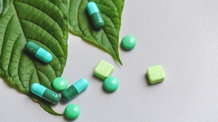 5837-kratom_leaf_pills-1296x728-header